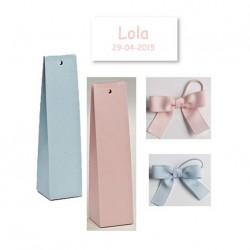 Presentación para regalos, caja alta lisa, lazo y tarjeta