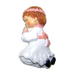 Imán Comunión niña rezando de rodillas