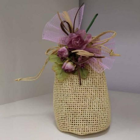 Bolsa puntilla con un jabón en forma de rosa, decorado con lazos