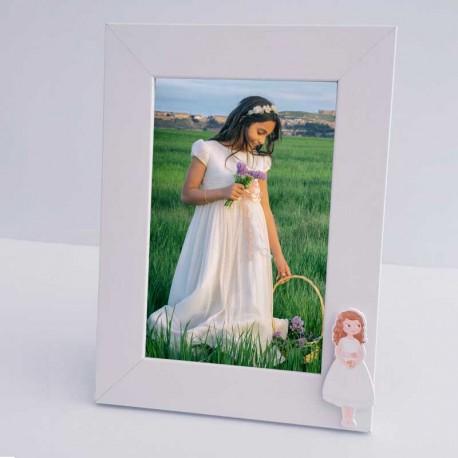 Marco de fotos madera blanco, niña con vestido corto para comunión