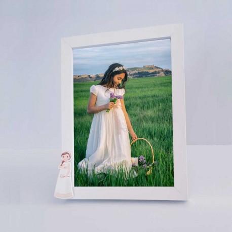 Marco de fotos para comunión, niña con trenza y ramo de flores