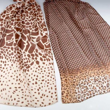 Pañuelo estampado tonos beig y marrón