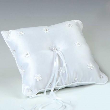 Cojín para las alianzas realizado en color blanco con pequeñas flores bordadas
