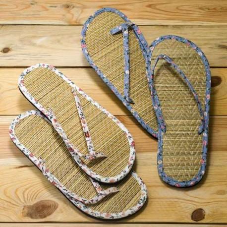 Chanclas Flip-Flop en tela y bambú. Sandalias con estampado de florecitas
