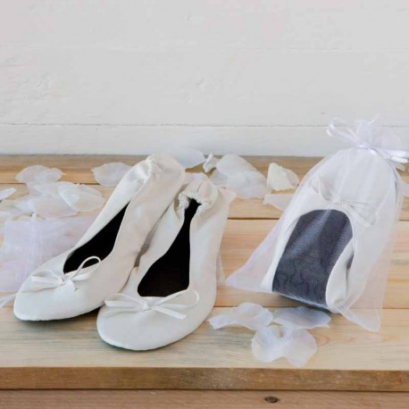Bailarinas de color blanco imitación piel, presentadas en una bolsita