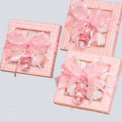 Chupete rosa en caja con peladillas