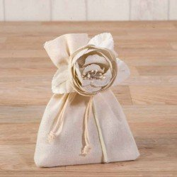 Bolsita marfil flor de algodón con bombones
