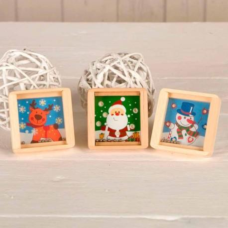 Juego de habilidad infantil decorado con motivos navideños