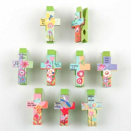 Set con 9 pinzas en Cruz surtidas, en madera