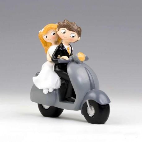 Figura de novios en vespa, figura para la tarta de boda