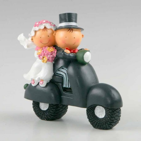 Figura para tarta de boda, Pit y Pita, novios en vespa