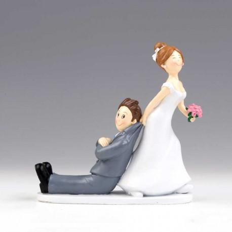 Novia arrastrando al novio, figura divertida para la tarta de boda