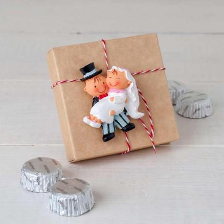 Imán Pit y Pita novia en brazos con napolitanas chocolate