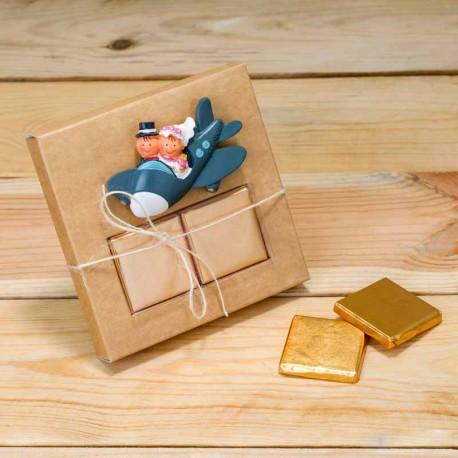 Imán Pit y Pita novios en avión con dos napolitanas de chocolate