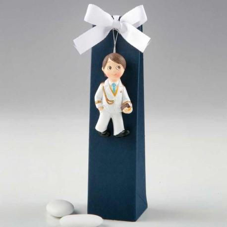 Imán figura niño para Comunión, con corbata azul y peladillas