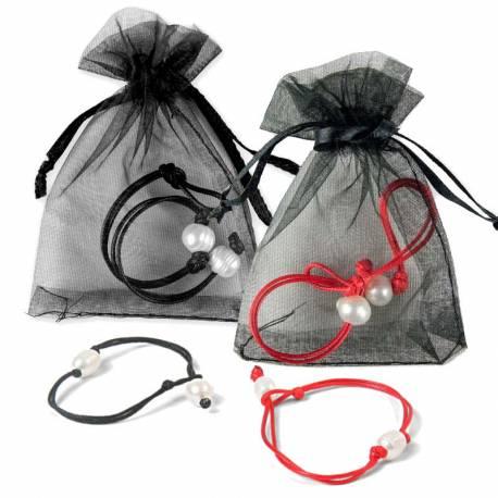 Pulsera de cordón con perlas blancas en bolsa organdi y tarjeta
