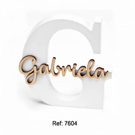 Iniciales grandes en madera blanca personalizadas con el nombre en madera