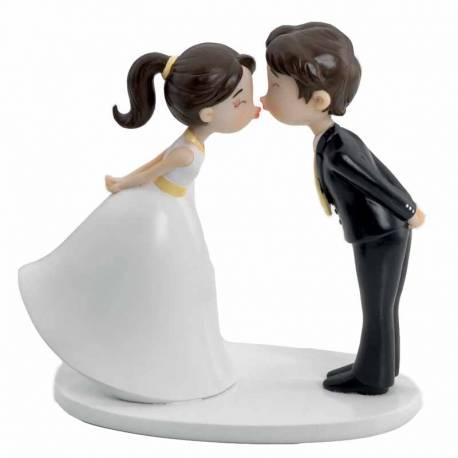Figura pareja de novios besito.