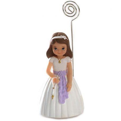 Figura portafotos niña con traje de comunión y lazo lila