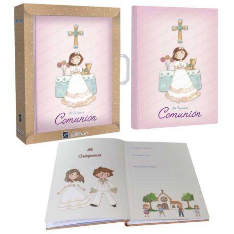 """Libro de firmas """"Mi Primera Comunión"""", niña sonriente en el altar"""