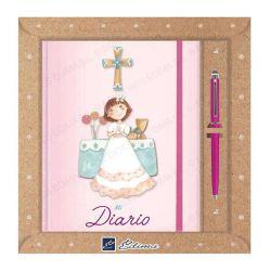 Diario Primera Comunión, niña en el altar