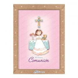 Misal Primera Comunión niña alegre en el altar