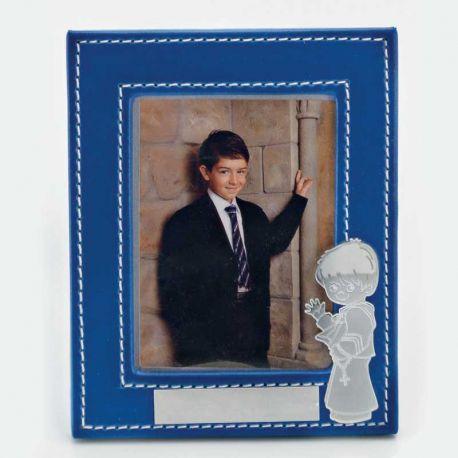 Marco para fotos de piel y con una pequeña figura niño comunión
