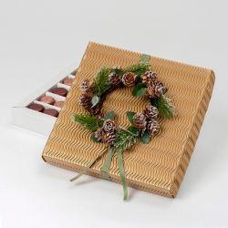 Caja de bombones con guirnalda navideña