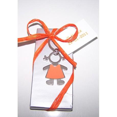 Llavero esmaltado niña con rafia y tarjeta