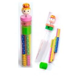 Sacapuntas y 6 lápices de colores, niña
