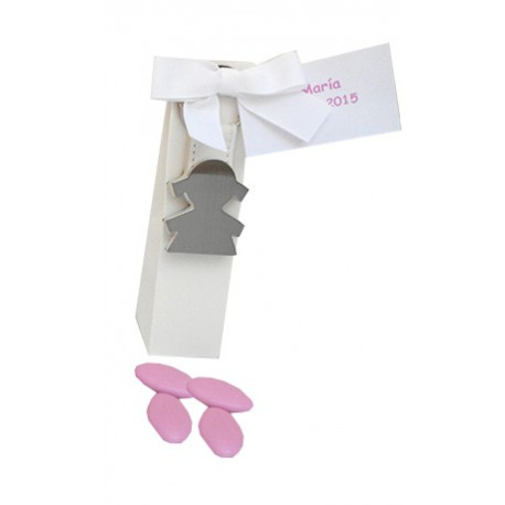 Llavero de metal, con detalle en simil-piel en blanco, silueta niña, con peladillas