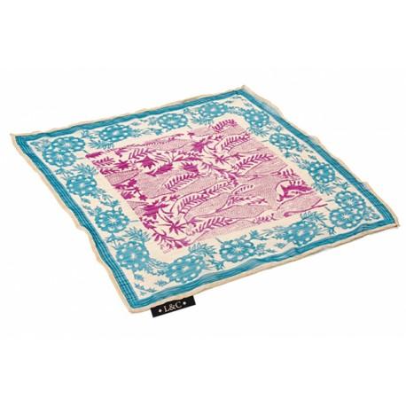 Pañuelo fabricado en chiffon con un original diseño, 50 x 50 cm.
