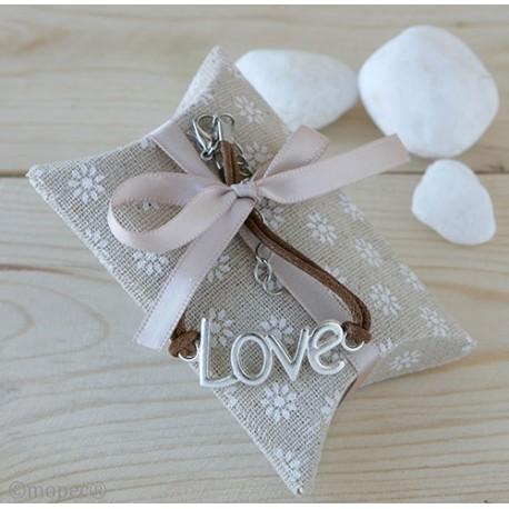 Pulsera LOVE en estuche con caramelos y decorada con lazo