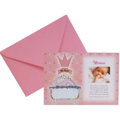 Elegante invitación de bautizo con elefante rosa en la bañera y sobre rosa