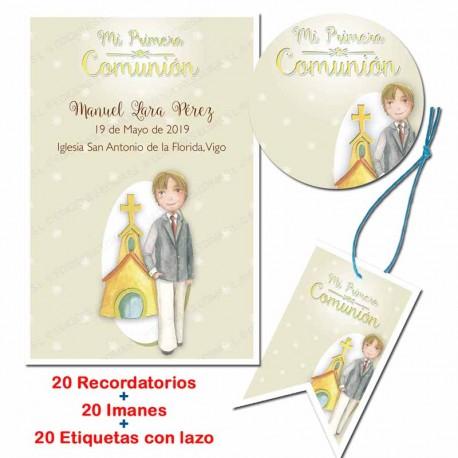 Pack 20 recordatorios, 20 imanes y 20 etiquetas para comunión todo en uno. Niño con traje e iglesia de fondo