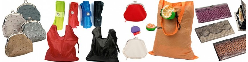 Monederos y bolsas Baratas para Detalles de Boda En esta sección los protagonistas son nuestros monederos de diferentes estilos y nuestras originales bolsas plegables y reutilizables. Te ofrecemos exclusividad y resistencia en ideas divertidas y...