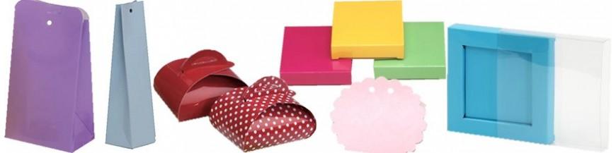 Sorprende a tus invitados con estas cajas para detalles En diferentes colores y modelos, alargadas o cuadradas, cajitas que se adaptan a cualquier obsequio o como cajas para dulces o detalles de boda. Elige color, modelo y tamaño, personalízala con...