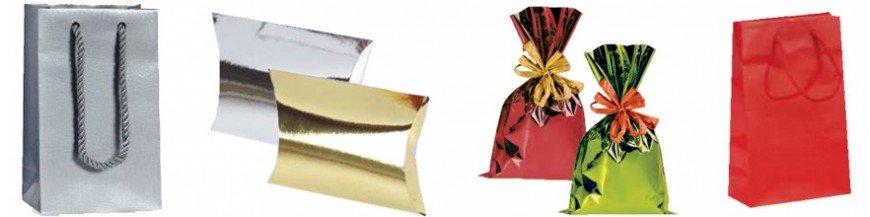 Complementos para los detalles: presentación de pashminas y pañuelos Cajas y bolsas con diferentes tamaños para pashminas, pañuelos... Prácticas cajitas y bolsitas de alegres colores para presentar las pashminas.