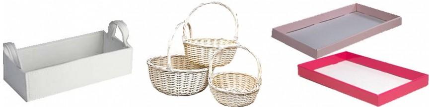 Bandejas y cestas para la presentación de regalos y detalles para boda y comuniones Bandejas de cartón, cestas de mimbre para los regalos de tu boda. Entrega tus detalles de boda o regalos para tus invitados de la mejor forma