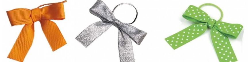 Accesorios para detalles: lazos Lazos realizados en algodón para los regalitos de boda, comunión y bautizo. Crea una magnífica primera impresión de los regalos para tus invitados con estos preciosos lazos para decorar detalles de comunión, boda,...