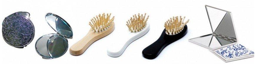 Espejos y cepillos para regalar en bodas o comuniones. Espejos y cepillos son unos detalles coquetos para tus invitadas. Nuestos espejos para regalar son recuerdos originales y baratos.