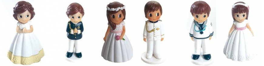 Figuritas de comunión Estas figuras, son iguales a las de la tarta pero en pequeñito. Suelen tener una medida aprox. 7 cm. Son figuras caracterizadas por un niño o una niña que podemos acompañar con unos dulces.