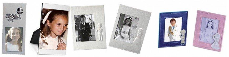 Marcos para fotos con detalles de comunión. Marcos de fotos personalizables para la primera comunión. Marcos de fotos en metal, aluminio, madera y piel. Detalles pensados para los invitados de nuestra comunión.