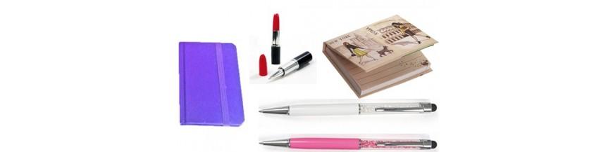Detalles originales para mujer Originales bolígrafos y bloc de notas para regalar a tus invitadas. Prácticos y originales detalles para ellas para ofrecer en tus celebraciones, ya sea en bodas, bautizos o en cualquier celebración en el que quieras...
