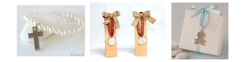 Pulseras, rosarios, broches.. para comunión Regalos para la primera comunión: pulseras con cruces, en estuche, con bolsa, con perlas, rosarios, broches y colgantes
