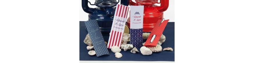 Fundas y estuches para bolígrafos: detalles de boda Originales estuches y fundas para presentar un bonito y elegante bolígrafo como detalle para tus invitados. Te ofrecemos variados modelos entre los que elegir el que más te guste.