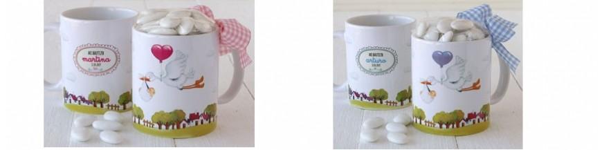 Tazas personalizadas para bautizo Divertidas tazas o mugs de recuerdo, personalizados con el nombre de tu bebé y la fecha del bautizo decoradas a tu gusto y que podrás completar con un toque dulce como peladillas o bombones... elige entre los modelos...