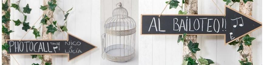 Artículos originalespara la decoración de tu boda Crea un ambiente de ensueño y romántico, uno más elegante y sereno, o uno divertido e informal para la celebración de tu día especial. Te proponemos diferentes elementos decorativos para engalanar y...