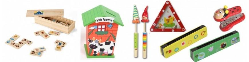 Regalitos para niños en madera. Originales detalles en madera Disponemos en esta categoría de toda una gama de bonitos y originales regalos fabricados en madera, son regalos muy especiales, únicos, músicales, decorativos, educativos... Disfruta en...