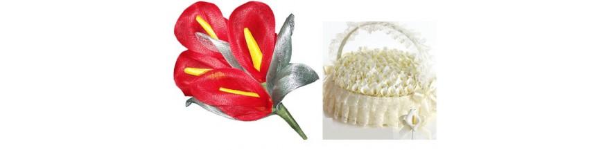 Bouquets de novia para presentar los alfileres a tus invitadas Exclusivos bouquets de flores llamativas y preciosas cestitas en las que presentar los alfileres que vas a repartir entre tus invitadas...Elige como presentar tus alfileres de boda de la...